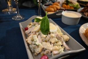 Restorāns «Hercogs Mārupe» ir viens no retajiem Pierīgā, kas pandemijas laikā var lepoties ar bagātīgu ēdienkarti 9