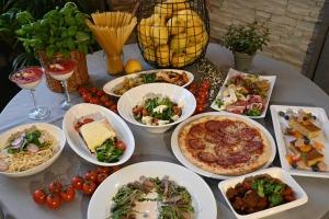 Restorāns «Hercogs Mārupe» ir viens no retajiem Pierīgā, kas pandemijas laikā var lepoties ar bagātīgu ēdienkarti 1