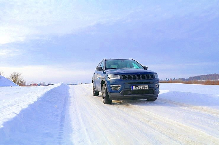 Travelnews.lv apceļo Latviju ar jauno «Jeep Compass 4xe» no oficiālā pārstāvja «Autobrava» 297896