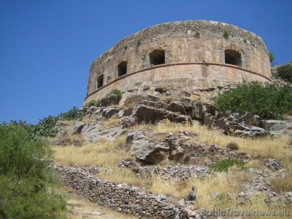 Spinalongas cietoksnī turklāt bija izmitināta pēdēja lepras slimnieku kolonija