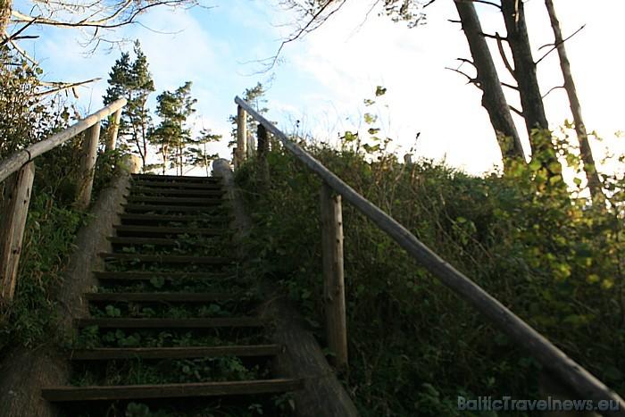 No krasta kraujas uz pludmali ved speciāli veidotas kāpnes, kas jau vairākkārt ir atjaunotas