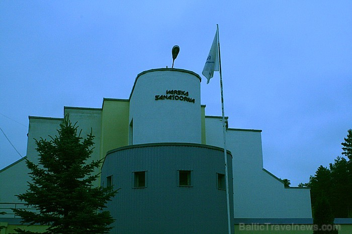 """Priežu mežu gaiss un  pastaigas mežā vai ezera krastā, tas viss sagaida sanatorijas """"Värska"""" apmeklētājus. Foto: www.spavarska.ee"""