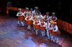 Skolēnu brīvlaikā uz Tallink kuģa dejotprasmi rādīja Dzintariņš un Dzītariņš, bet leļļu teātris priecēja ar izrādi Joka pēc alfabēts. Foto: Juris Ķilk 3