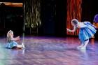 Skolēnu brīvlaikā uz Tallink kuģa dejotprasmi rādīja Dzintariņš un Dzītariņš, bet leļļu teātris priecēja ar izrādi Joka pēc alfabēts. Foto: Juris Ķilk 7