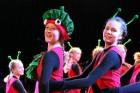 Skolēnu brīvlaikā uz Tallink kuģa dejotprasmi rādīja Dzintariņš un Dzītariņš, bet leļļu teātris priecēja ar izrādi Joka pēc alfabēts. Foto: Juris Ķilk 21