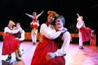 Skolēnu brīvlaikā uz Tallink kuģa dejotprasmi rādīja Dzintariņš un Dzītariņš, bet leļļu teātris priecēja ar izrādi Joka pēc alfabēts. Foto: Juris Ķilk 30