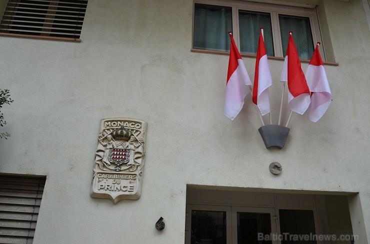 Monako nacionālie svētki ir 19.novembris. Mēs esam ieradušies 18.novembrī. Karoga krāsas ir sarkanā un baltā