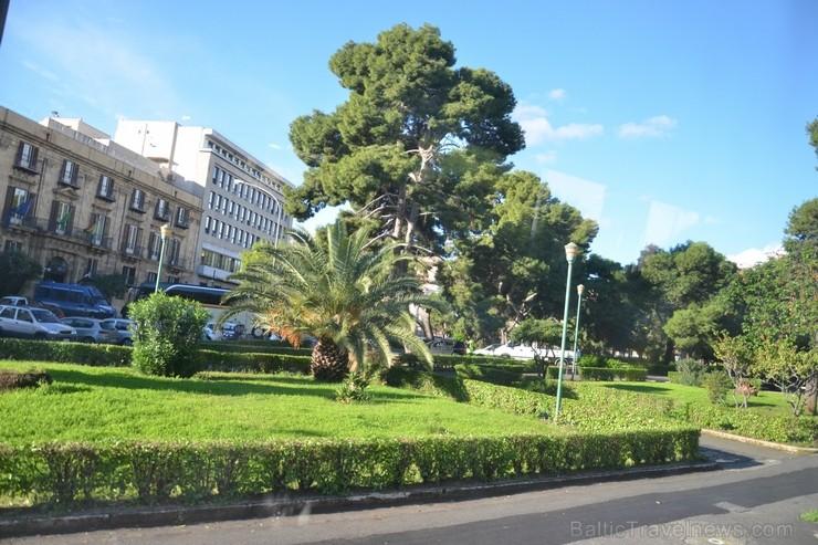 Palermo ir valdījuši feniķieši, romieši, bizantieši un arābi. Musulmaņu varas gados Palermo kļuva par plaukstošu pilsētu. Palermo atradušās 300 mošeja