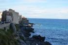 Čefalu apkaime ir slavena ar savām lieliskajām pludmalēm neskartajā piekrastē, ko apskalo Tirēnu jūras viļņi. Vispopulārākā pilsētas smilšu pludmale L 26