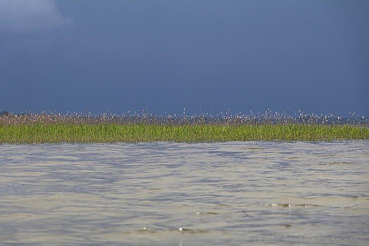 Travelnews.lv apmeklē Sivera ezeru Krāslavas novadā, kur konstatē gandrīz +20 siltu ūdeni