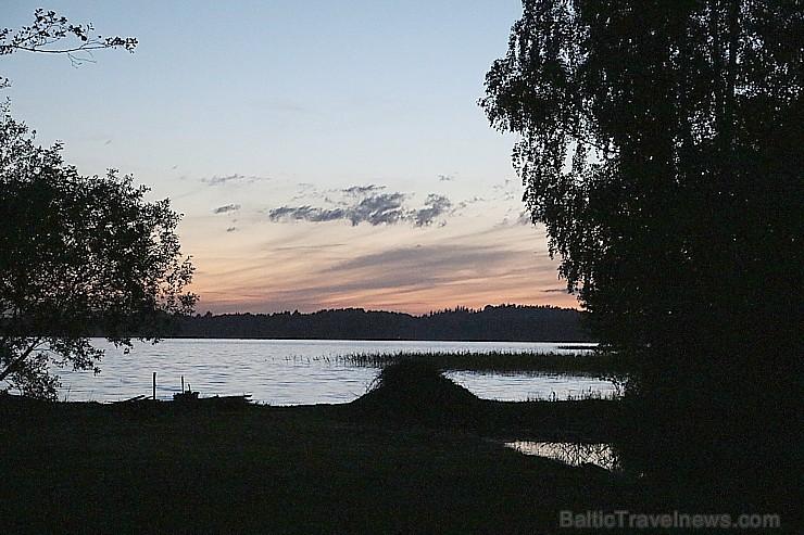 Pie Sivera ezera Latgalē latgalieši svin Jāņus un Līgas ar alu un sieru