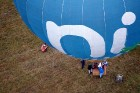 Gaisa balonu piloti Salaspils pusē krāšņi svin cilvēka pirmo sekmīgo lidojumu 8