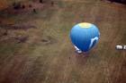 Gaisa balonu piloti Salaspils pusē krāšņi svin cilvēka pirmo sekmīgo lidojumu 9