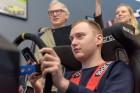 Vai rallijkrosa braucējs Reinis Nitišs spēj vienlaicīgi vadīt auto un izmantot tālruni? 12