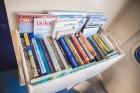 Ar trīs grāmatu plauktiem un vairākiem desmitiem grāmatu aprīkotais vilciena sastāvs kursēs visos dīzeļvilcienu maršrutos, dodot iespēju cilvēkiem Lat 6