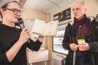 Ar trīs grāmatu plauktiem un vairākiem desmitiem grāmatu aprīkotais vilciena sastāvs kursēs visos dīzeļvilcienu maršrutos, dodot iespēju cilvēkiem Lat 20