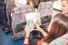 Ar trīs grāmatu plauktiem un vairākiem desmitiem grāmatu aprīkotais vilciena sastāvs kursēs visos dīzeļvilcienu maršrutos, dodot iespēju cilvēkiem Lat 23