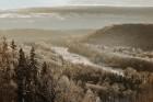 Kā ar maģisku burvju nūjiņas pieskārienu, Sigulda lepni iznes visu gadalaiku tērpus - zeltu, sudrabu, ievziedu mirdzumu un sulīgo vasaras zaļumu 22