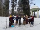 Kopā ar folkloristiem un latvisko tradīciju zinātājiem Alūksnē svinēja Meteņdienu, ejot rotaļās, lieloties, ēdot cūkas šņukuru, vizinoties no kalna un 5