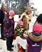 Kopā ar folkloristiem un latvisko tradīciju zinātājiem Alūksnē svinēja Meteņdienu, ejot rotaļās, lieloties, ēdot cūkas šņukuru, vizinoties no kalna un 8