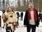 Kopā ar folkloristiem un latvisko tradīciju zinātājiem Alūksnē svinēja Meteņdienu, ejot rotaļās, lieloties, ēdot cūkas šņukuru, vizinoties no kalna un 16