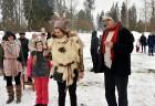Kopā ar folkloristiem un latvisko tradīciju zinātājiem Alūksnē svinēja Meteņdienu, ejot rotaļās, lieloties, ēdot cūkas šņukuru, vizinoties no kalna un 24