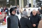 Kopā ar folkloristiem un latvisko tradīciju zinātājiem Alūksnē svinēja Meteņdienu, ejot rotaļās, lieloties, ēdot cūkas šņukuru, vizinoties no kalna un 29