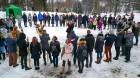Kopā ar folkloristiem un latvisko tradīciju zinātājiem Alūksnē svinēja Meteņdienu, ejot rotaļās, lieloties, ēdot cūkas šņukuru, vizinoties no kalna un 36