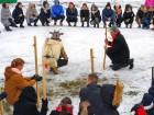 Kopā ar folkloristiem un latvisko tradīciju zinātājiem Alūksnē svinēja Meteņdienu, ejot rotaļās, lieloties, ēdot cūkas šņukuru, vizinoties no kalna un 39