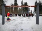 Kopā ar folkloristiem un latvisko tradīciju zinātājiem Alūksnē svinēja Meteņdienu, ejot rotaļās, lieloties, ēdot cūkas šņukuru, vizinoties no kalna un 40