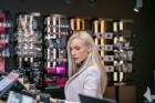 Universālveikalā Stockmann tika prezentēts jaunākais grima tendenču un dekoratīvās kosmētikas produktu jaunumu ceļvedis, kuru demonstrēja Latvijā popu 9