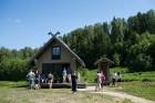 Ar krāšņu svētku atklāšanas programmu Alūksnes  pusē atklātas Veclaicenes aizsargājamo ainavu apvidū izveidotās Dabas mājas un pašapkalpošanās tūrisma 25