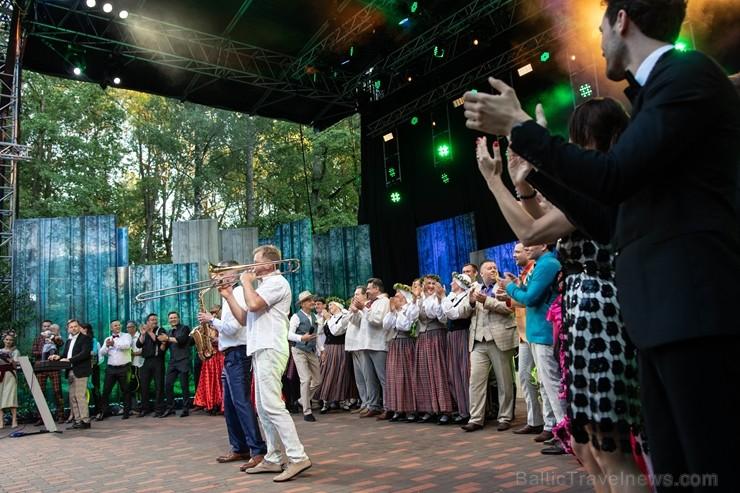 Rembates parka brīvdabas estrādē Lielvārdē , jau otro reizi tika noskaidrota Latvijas sirdsdziesma 257093