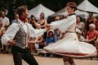 Brangi jo brangi Valmiermuižas parkā aizvadīts etnofestivāls SVIESTS 2019, kurā uzstājās pasaulē atzīti pašmāju mākslinieki 17