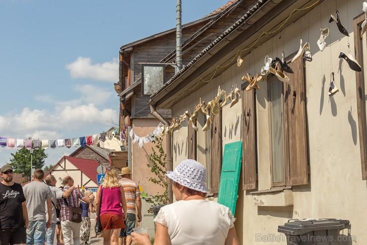Sabiles pilsētas iedzīvotāji un viesi 5 dienas svin un bauda iemīļotos Vīna svētkus