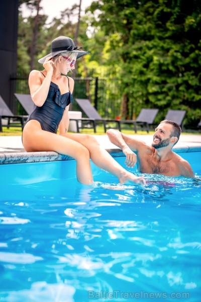 Viesnīcas Lielupe by Semarah Hotels atklātajā baseinā var baudīt vasarīgas sajūtas