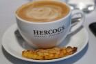 Pārdaugavas restorāns «Hercogs Fabrika» piedāvā jahtas izbraucienu ar romantiskām vakariņām pārim vai arī grupai 74