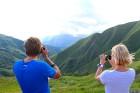 Cilvēki kalnos priecājas kā mazi bērni. Atbalsta: Georgia.Travel 3