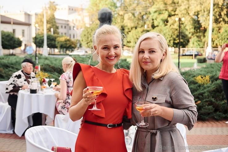 Viesnīcas Park Hotel Latgola restorāna PLAZA komanda 22.08.2019 rīkoja ekskluzīvas vakariņas neparastā vietā - Daugavpils Universitātes skvērā