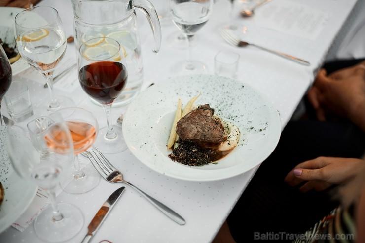 Viesnīcas Park Hotel Latgola restorāna PLAZA komanda 22.08.2019 rīkoja ekskluzīvas vakariņas neparastā vietā - Daugavpils Universitātes skvērā 263742