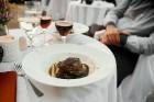 Viesnīcas Park Hotel Latgola restorāna PLAZA komanda 22.08.2019 rīkoja ekskluzīvas vakariņas neparastā vietā - Daugavpils Universitātes skvērā 43