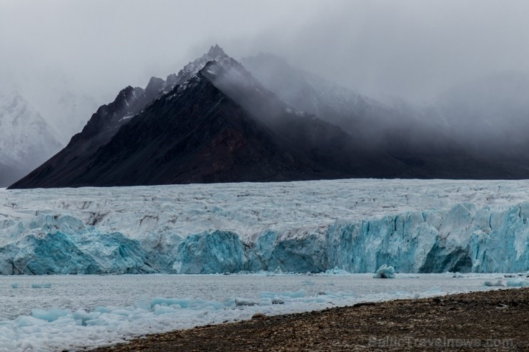 Latvijas Universitātes zinātnieki atgriezušies no ekspedīcijas Svalbāras arhipelāgā, kur tie pētīja ledājus un vides piesārņojumu vietā, kuru no Zieme 263859