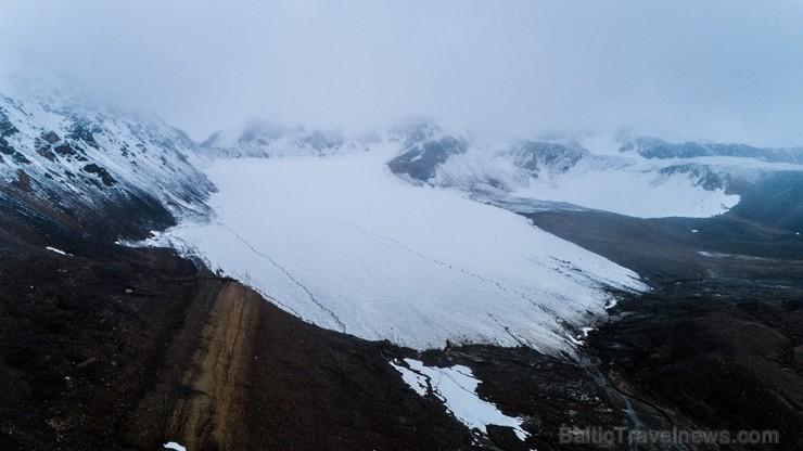 Latvijas Universitātes zinātnieki atgriezušies no ekspedīcijas Svalbāras arhipelāgā, kur tie pētīja ledājus un vides piesārņojumu vietā, kuru no Zieme 263870