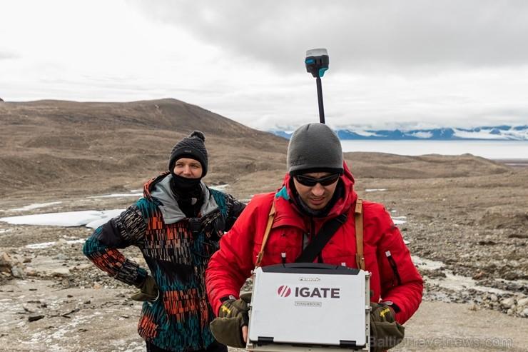 Latvijas Universitātes zinātnieki atgriezušies no ekspedīcijas Svalbāras arhipelāgā, kur tie pētīja ledājus un vides piesārņojumu vietā, kuru no Zieme 263895