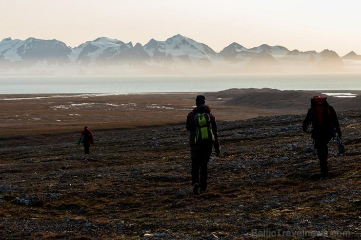 Latvijas Universitātes zinātnieki atgriezušies no ekspedīcijas Svalbāras arhipelāgā, kur tie pētīja ledājus un vides piesārņojumu vietā, kuru no Zieme 263904