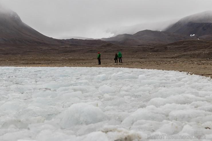 Latvijas Universitātes zinātnieki atgriezušies no ekspedīcijas Svalbāras arhipelāgā, kur tie pētīja ledājus un vides piesārņojumu vietā, kuru no Zieme 263910