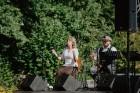 Valmieras pusē, Kocēnu novada Dikļos – Neikenkalna dabas koncerzālē zem saules apspīdētām, gubu mākoņu rotātām augusta debesīm izskanēja koncerts dzīv 18