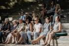 Valmieras pusē, Kocēnu novada Dikļos – Neikenkalna dabas koncerzālē zem saules apspīdētām, gubu mākoņu rotātām augusta debesīm izskanēja koncerts dzīv 20