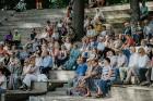Valmieras pusē, Kocēnu novada Dikļos – Neikenkalna dabas koncerzālē zem saules apspīdētām, gubu mākoņu rotātām augusta debesīm izskanēja koncerts dzīv 21