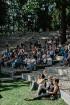 Valmieras pusē, Kocēnu novada Dikļos – Neikenkalna dabas koncerzālē zem saules apspīdētām, gubu mākoņu rotātām augusta debesīm izskanēja koncerts dzīv 22